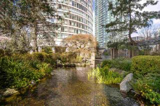 """Photo 1: 2003 1288 ALBERNI Street in Vancouver: West End VW Condo for sale in """"The Palisades"""" (Vancouver West)  : MLS®# R2591374"""