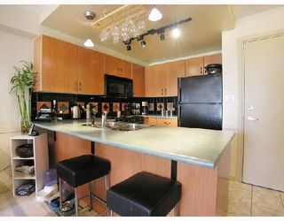 Photo 4: #202 - 212 Lonsdale Avenue in North Vancouver: Lower Lonsdale Condo  : MLS®# V702053