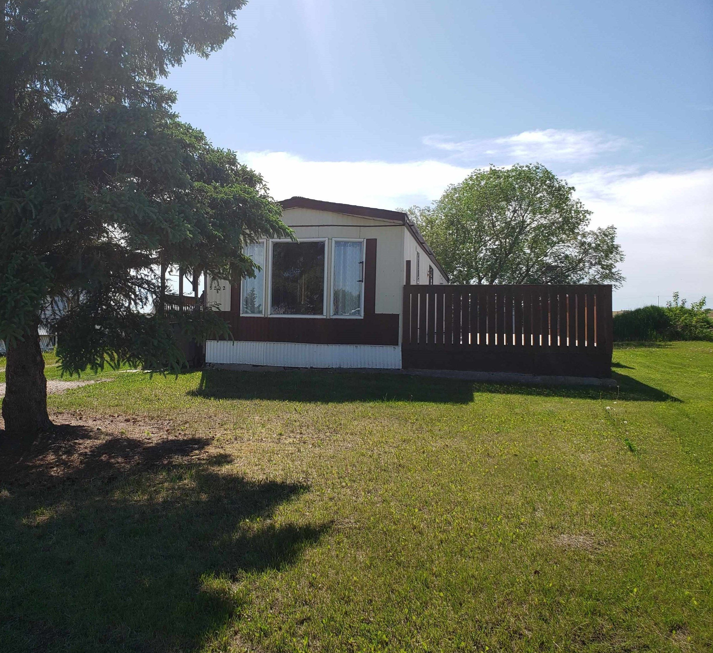 Main Photo: 5202 56 Street: Elk Point Manufactured Home for sale : MLS®# E4233132