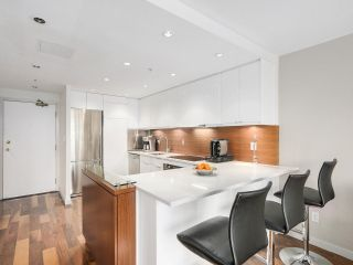 """Photo 3: 2202 930 CAMBIE Street in Vancouver: Yaletown Condo for sale in """"PACIFIC PLACE LANDMARK 2"""" (Vancouver West)  : MLS®# R2161898"""