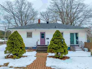 Photo 3: 301 Aberdeen Road in Bridgewater: 405-Lunenburg County Residential for sale (South Shore)  : MLS®# 202103569