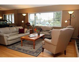 "Photo 3: 5209 LYNN Place in Ladner: Ladner Elementary House for sale in ""LADNER ELEMENTARY"" : MLS®# V809720"