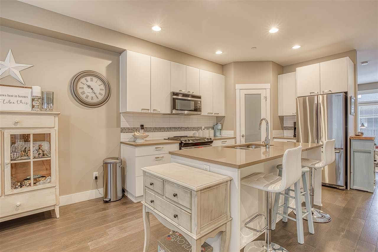 """Photo 2: Photos: 10 23709 111A Avenue in Maple Ridge: Cottonwood MR Townhouse for sale in """"Falcon Hills"""" : MLS®# R2431365"""