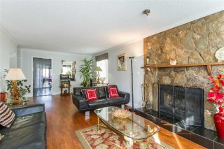 Photo 3: 122 CROTEAU Court in Coquitlam: Cape Horn House for sale : MLS®# R2444071