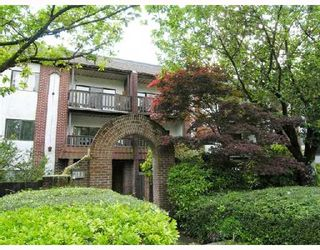 """Photo 1: 311 211 W 3RD Street in North_Vancouver: Lower Lonsdale Condo for sale in """"VILLA AURORA"""" (North Vancouver)  : MLS®# V714905"""