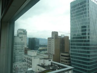 """Photo 3: 1906 438 SEYMOUR Street in Vancouver: Downtown VW Condo for sale in """"CONFERENCE PLAZA"""" (Vancouver West)  : MLS®# R2534044"""