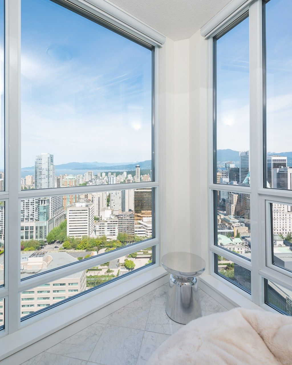 Main Photo: 3705 833 Seymour Street in Vancouver: Downtown VW Condo for sale (Vancouver West)