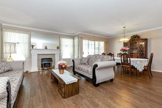 """Photo 2: 113 9715 148A Street in Surrey: Guildford Townhouse for sale in """"Chelsea Gate"""" (North Surrey)  : MLS®# R2450333"""