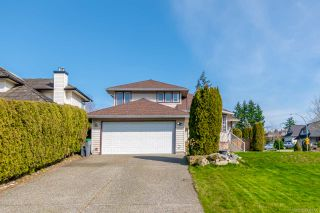 "Photo 2: 17923 65A Avenue in Surrey: Cloverdale BC House for sale in ""Orchard Ridge"" (Cloverdale)  : MLS®# R2446712"