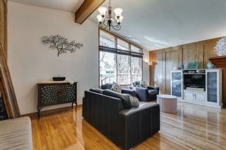 Photo 5: 2304 54 Avenue SW in Calgary: North Glenmore Park Detached for sale : MLS®# A1102878