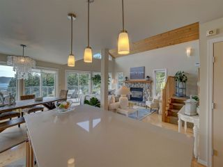 Photo 16: 481 CENTRAL Avenue in Gibsons: Gibsons & Area House for sale (Sunshine Coast)  : MLS®# R2491931