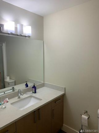 Photo 12: 207 1900 Watkiss Way in View Royal: VR Hospital Condo for sale : MLS®# 841341