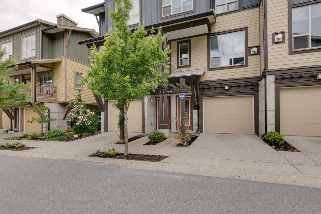 """Main Photo: 38344 EAGLEWIND Boulevard in Squamish: Downtown SQ Townhouse for sale in """"Eaglewind-Streams"""" : MLS®# R2178583"""