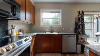 """Photo 2: 1282 STONEMOUNT Place in Squamish: Downtown SQ Townhouse for sale in """"Streams at Eaglewind"""" : MLS®# R2481347"""