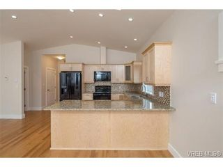 Photo 7: 10216 Pleasant St in SIDNEY: Si Sidney North-East Half Duplex for sale (Sidney)  : MLS®# 695278