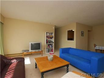 Photo 3: Photos: 111 1490 Garnet Rd in VICTORIA: SE Cedar Hill Condo for sale (Saanich East)  : MLS®# 575879