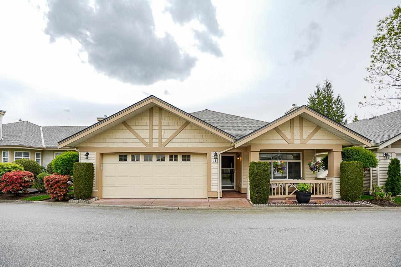 """Main Photo: 19 8555 209 Street in Langley: Walnut Grove Townhouse for sale in """"AUTUMNWOOD"""" : MLS®# R2575003"""