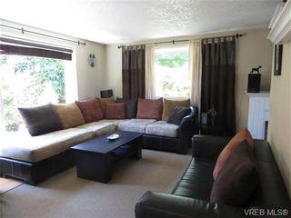 Photo 2: 890 Rockheights Ave in VICTORIA: Es Rockheights Half Duplex for sale (Esquimalt)  : MLS®# 693995
