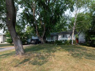 Photo 4: 104 Roselawn Bay in Winnipeg: North Kildonan Residential for sale (3F)  : MLS®# 202119908