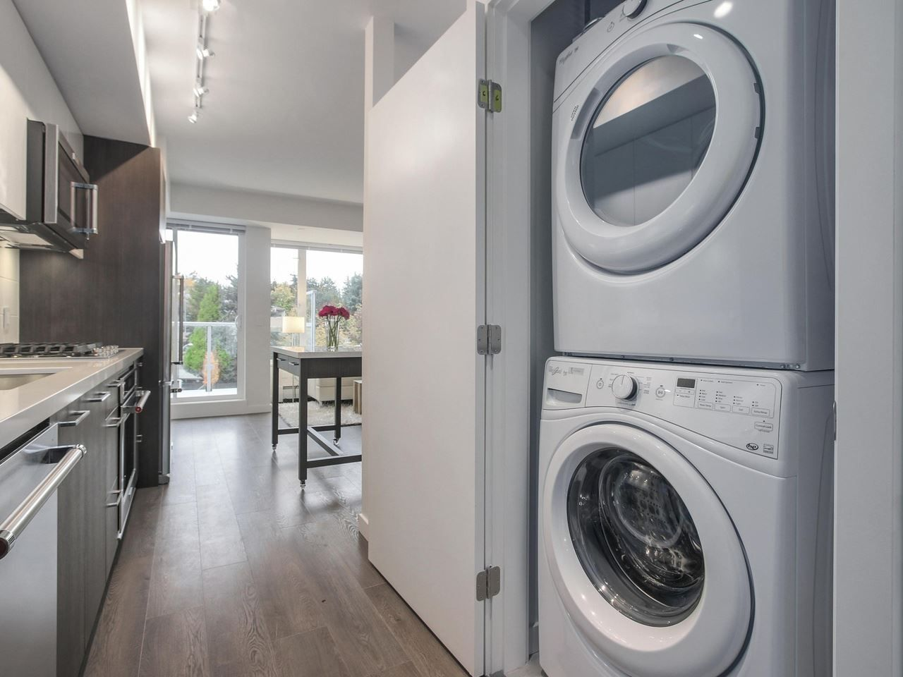 """Photo 9: Photos: 604 417 GREAT NORTHERN Way in Vancouver: Mount Pleasant VE Condo for sale in """"CANVAS"""" (Vancouver East)  : MLS®# R2118078"""
