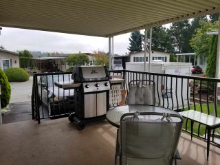"""Photo 12: 41 2120 KING GEORGE Boulevard in Surrey: King George Corridor Manufactured Home for sale in """"Five oaks"""" (South Surrey White Rock)  : MLS®# R2407054"""