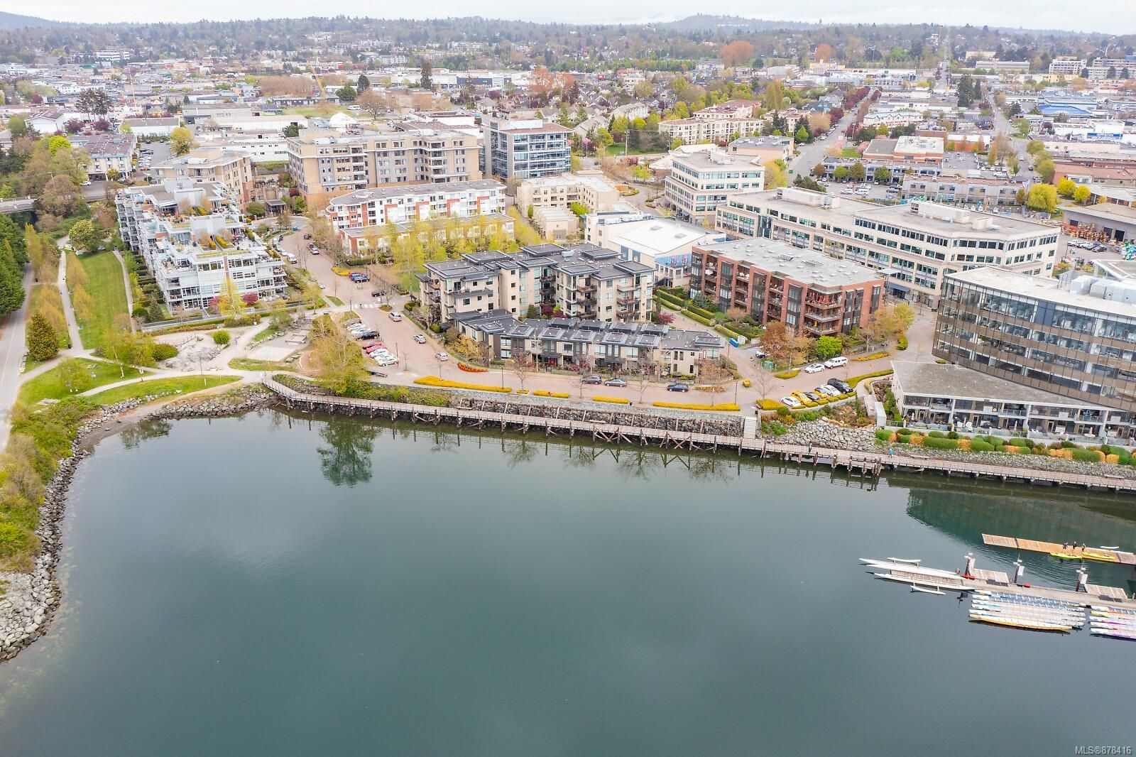 Main Photo: 5 330 Waterfront Cres in : Vi Rock Bay Row/Townhouse for sale (Victoria)  : MLS®# 878416