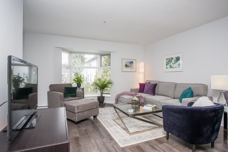 """Main Photo: 306 526 THIRTEENTH Street in New Westminster: Uptown NW Condo for sale in """"Regent Court"""" : MLS®# R2590917"""