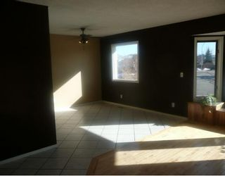 Photo 3: 258 MAPLE GROVE Crescent: Strathmore Residential Detached Single Family for sale : MLS®# C3414444