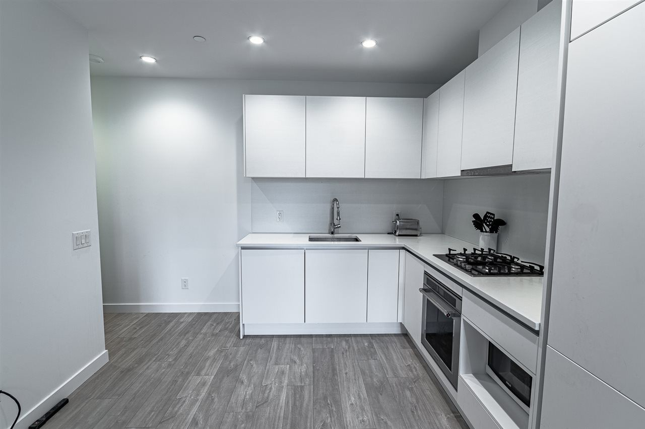 """Main Photo: 107 657 WHITING Way in Coquitlam: Coquitlam West Condo for sale in """"Lougheed Heights"""" : MLS®# R2543090"""