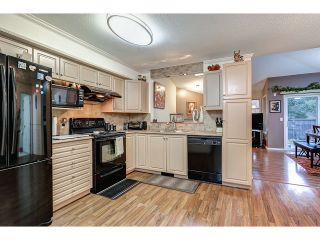 Photo 2: 704 8260 162A STREET in Surrey: Fleetwood Tynehead Townhouse for sale : MLS®# R2019432