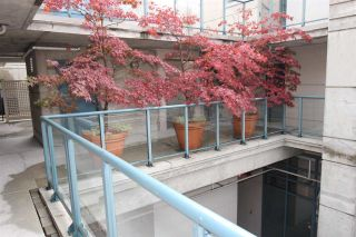 """Photo 13: 314 1630 W 1ST Avenue in Vancouver: False Creek Condo for sale in """"THE GALLERIA"""" (Vancouver West)  : MLS®# R2404590"""