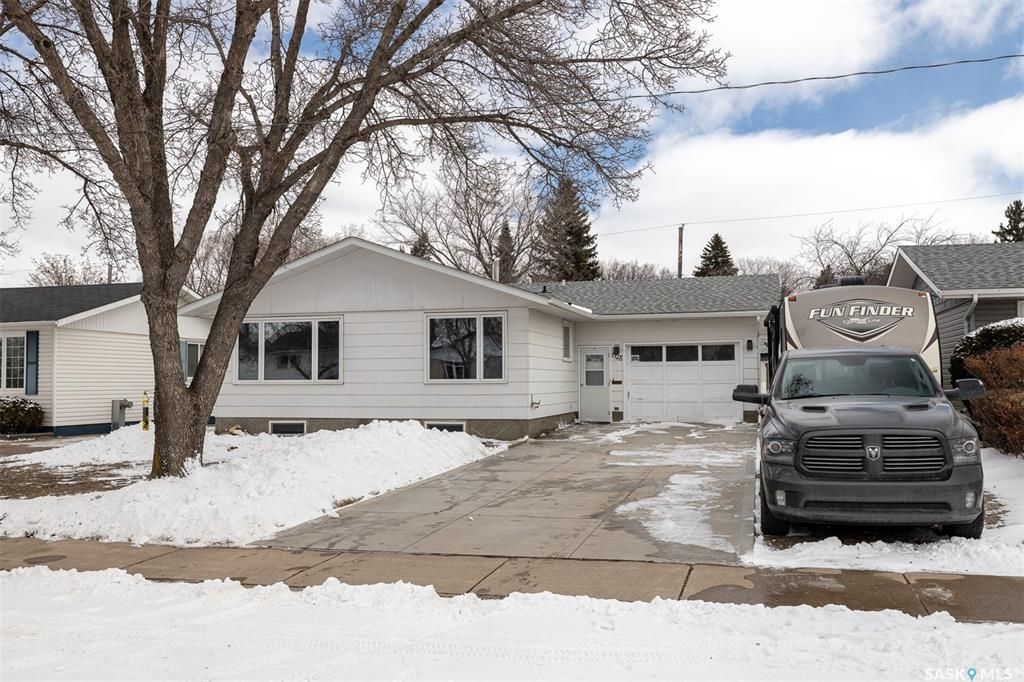Main Photo: 1728 G Avenue North in Saskatoon: Mayfair Residential for sale : MLS®# SK848608