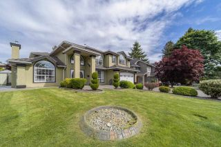 Photo 1: 8230 152A Street in Surrey: Fleetwood Tynehead House for sale : MLS®# R2586913