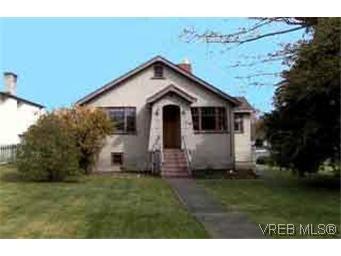 Main Photo: 2703 Victor St in VICTORIA: Vi Oaklands House for sale (Victoria)  : MLS®# 211450