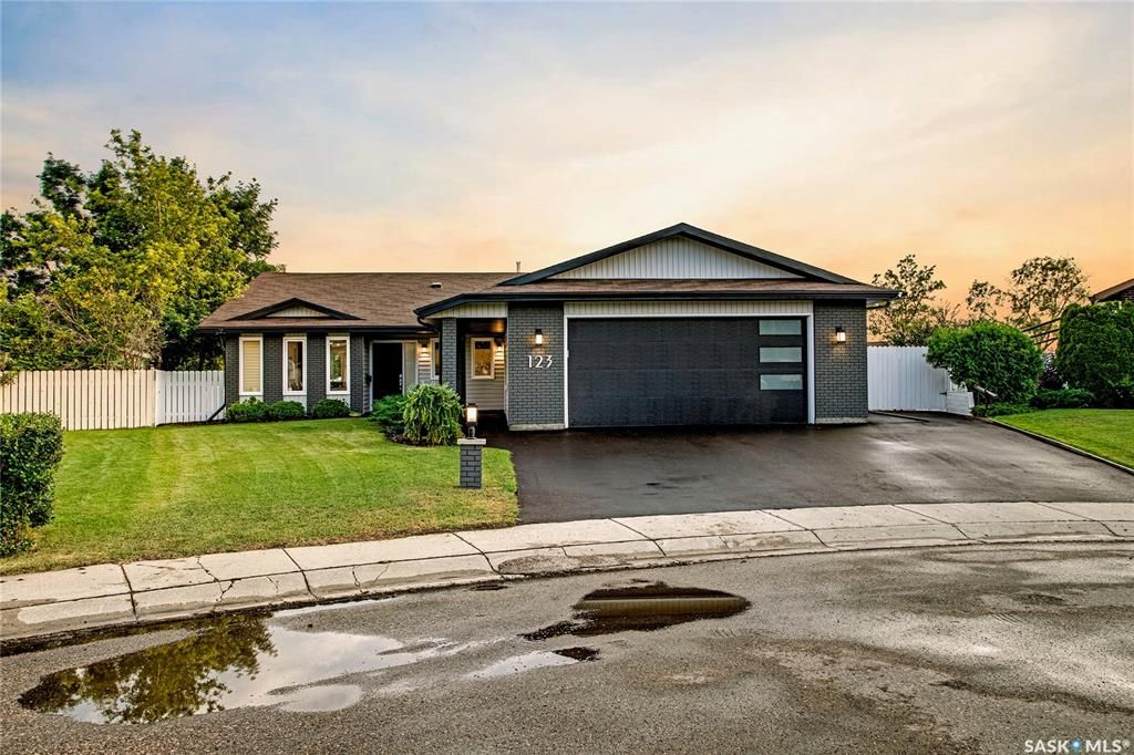 Main Photo: 123 Gathercole Crescent in Saskatoon: Silverwood Heights Residential for sale : MLS®# SK864468