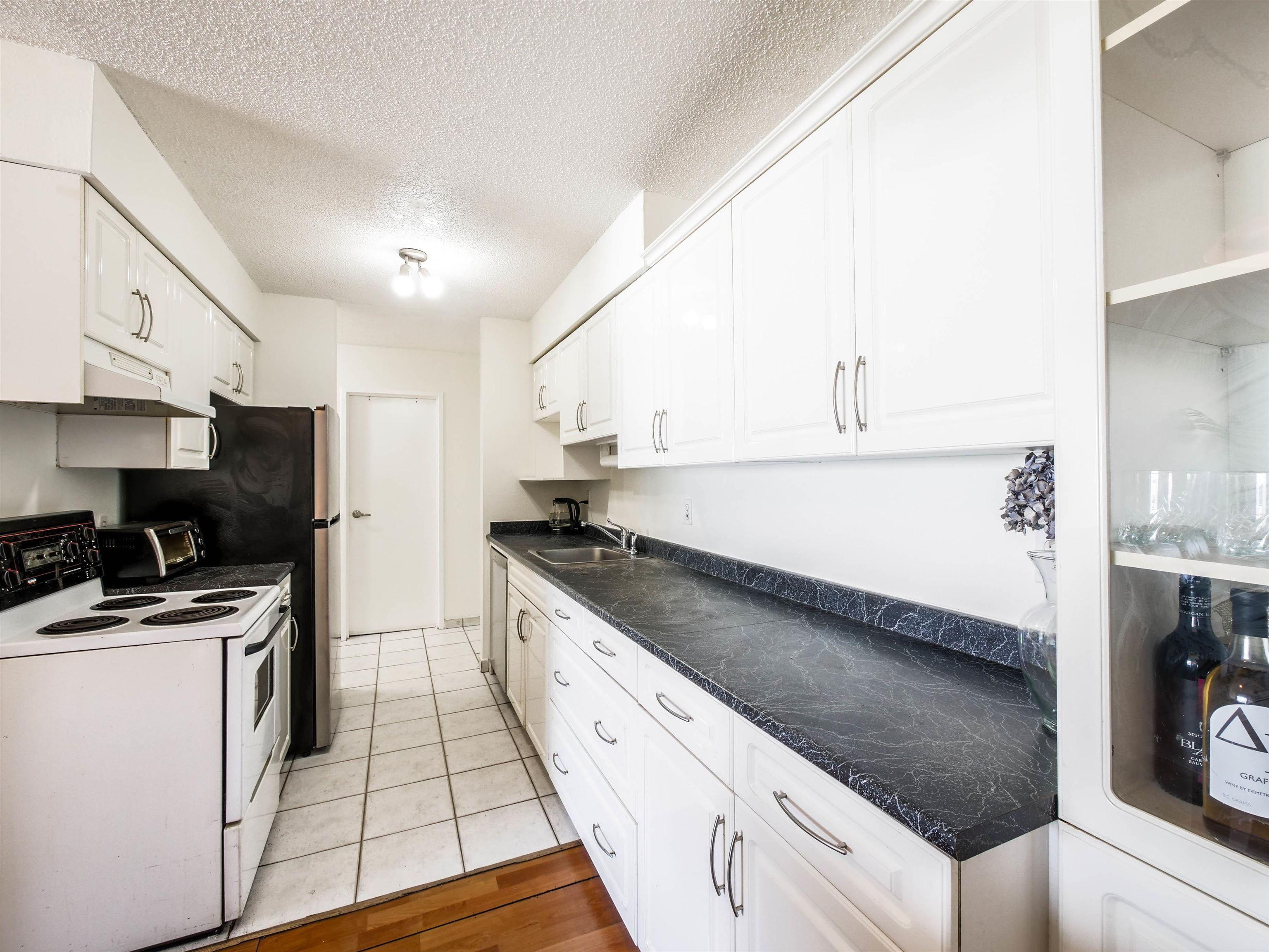 "Main Photo: 312 2450 CORNWALL Avenue in Vancouver: Kitsilano Condo for sale in ""THE OCEAN'S DOOR"" (Vancouver West)  : MLS®# R2620962"