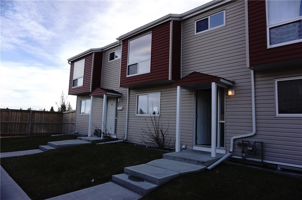 Main Photo: 45 5425 PENSACOLA Crescent SE in Calgary: Penbrooke Meadows Row/Townhouse for sale : MLS®# C4219142