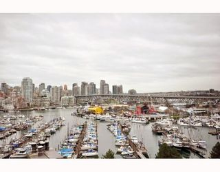 """Photo 1: 1107 1450 PENNYFARTHING Drive in Vancouver: False Creek Condo for sale in """"HARBOUR COVE"""" (Vancouver West)  : MLS®# V810158"""