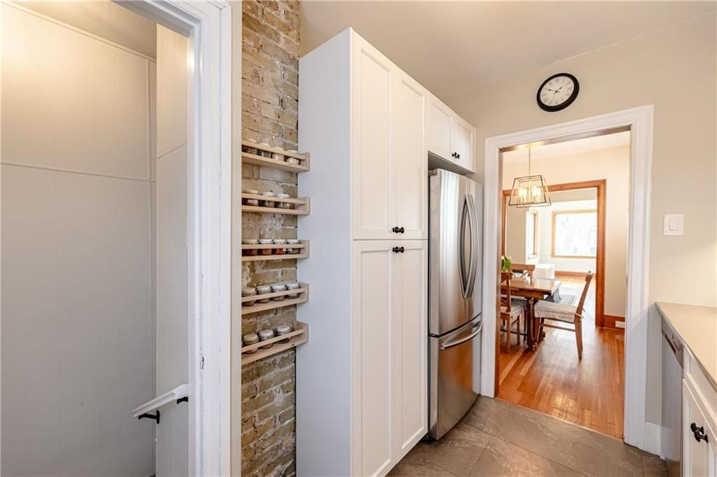 Photo 13: Photos: 292 Beaverbrook Street in Winnipeg: River Heights North Residential for sale (1C)  : MLS®# 202109631