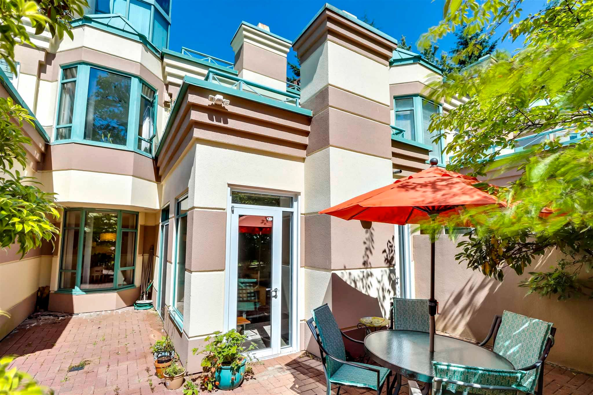 Main Photo: 362 TAYLOR WAY in West Vancouver: Park Royal Townhouse for sale : MLS®# R2596220