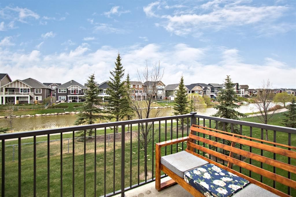 Main Photo: 222 Bayside Point SW: Airdrie Row/Townhouse for sale : MLS®# A1109061