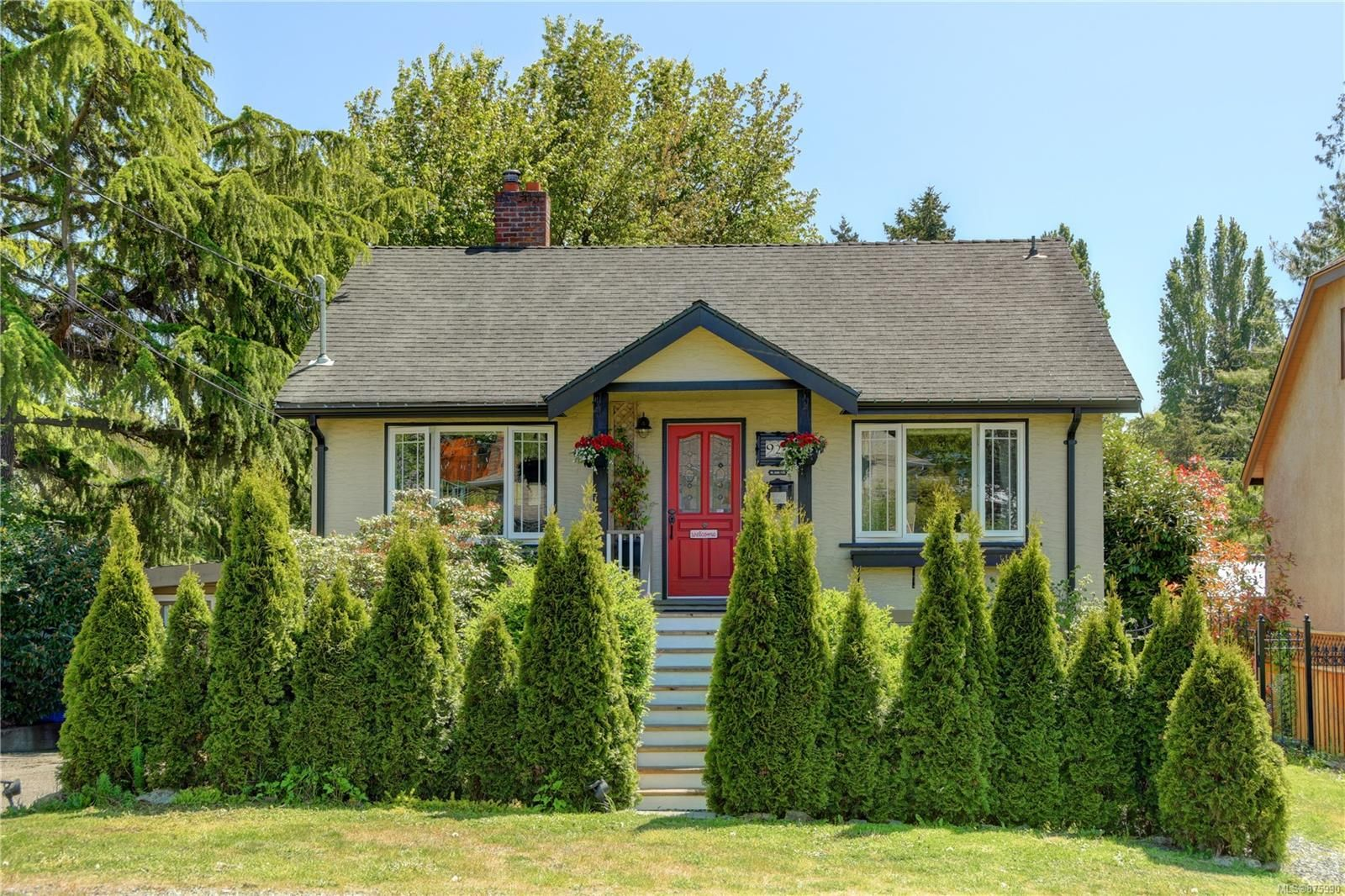Main Photo: 929 Easter Rd in : SE Quadra House for sale (Saanich East)  : MLS®# 875990
