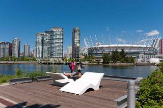 Photo 16: 1405 168 W 1ST AVENUE in Vancouver: False Creek Condo for sale (Vancouver West)  : MLS®# R2115477