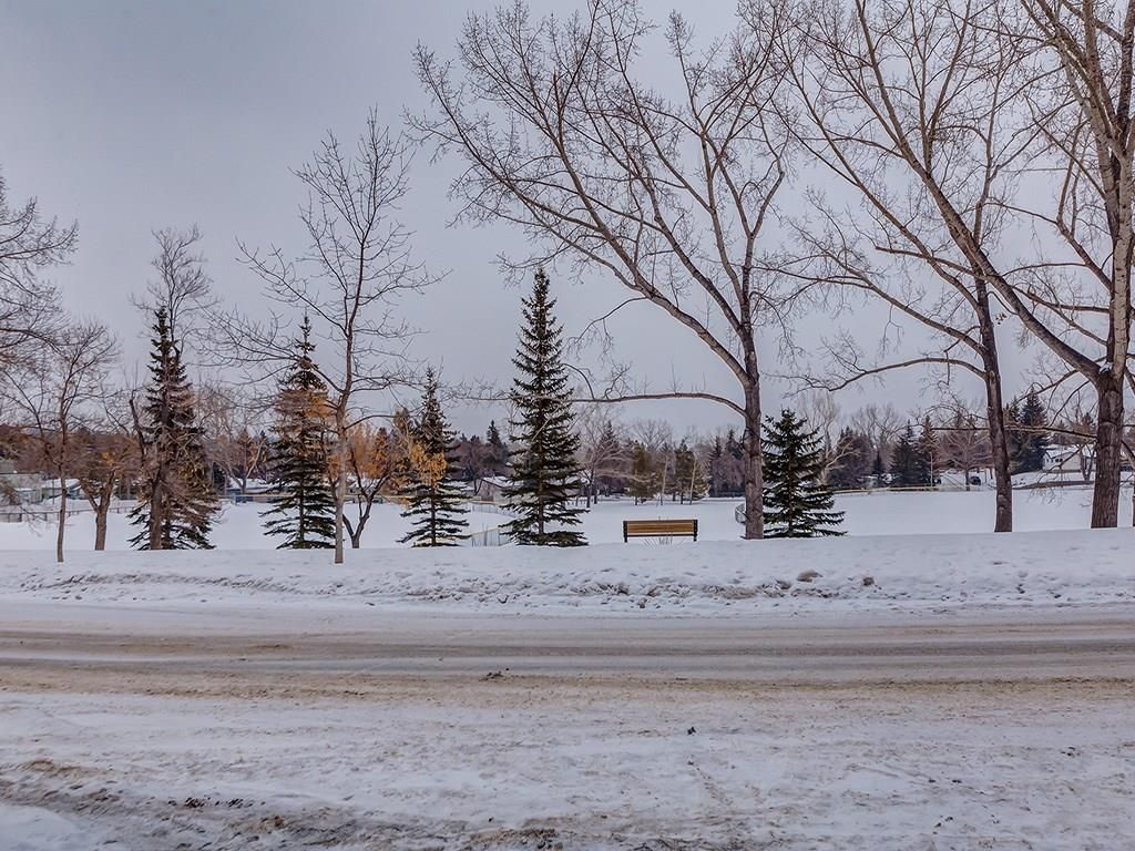 Main Photo: 2219 CHICOUTIMI Drive NW in Calgary: Charleswood House for sale : MLS®# C4170858