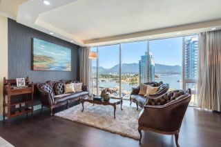 "Photo 7: 1702 1277 MELVILLE Street in Vancouver: Coal Harbour Condo for sale in ""FLATIRON"" (Vancouver West)  : MLS®# R2206172"