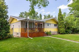 Main Photo: 2643 Charlebois Drive NW in Calgary: Charleswood Detached for sale : MLS®# A1125836