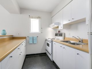 """Photo 7: 58 870 W 7TH Avenue in Vancouver: Fairview VW Townhouse for sale in """"Laurel Court"""" (Vancouver West)  : MLS®# R2169394"""