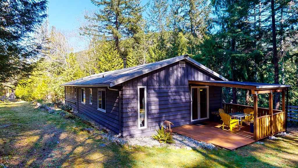 """Main Photo: 12715 LAGOON Road in Madeira Park: Pender Harbour Egmont House for sale in """"PENDER HARBOUR"""" (Sunshine Coast)  : MLS®# R2567037"""
