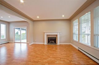 """Photo 3: 33834 GREWALL Crescent in Mission: Mission BC House for sale in """"College Heights"""" : MLS®# R2256686"""