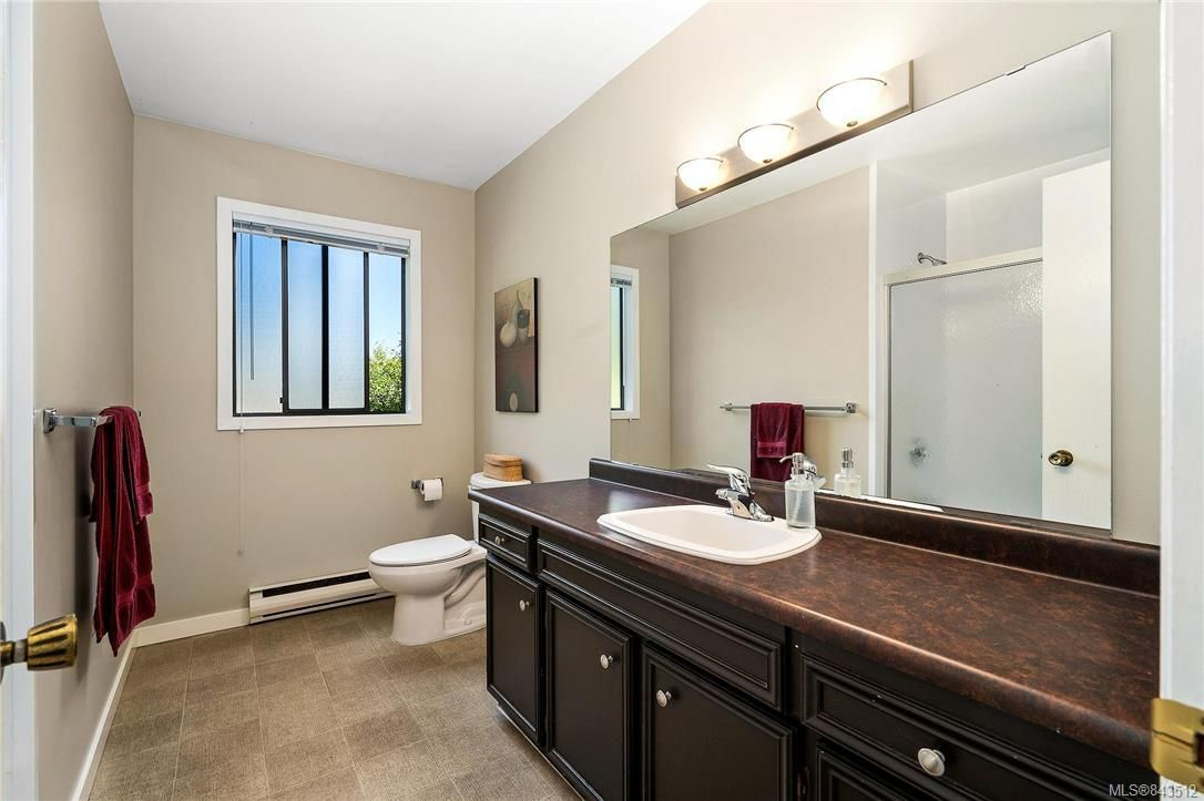 Photo 33: Photos: 950 Easter Rd in Saanich: SE Quadra House for sale (Saanich East)  : MLS®# 843512